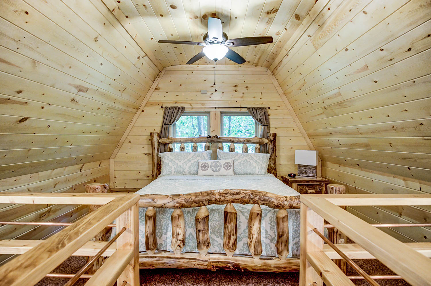 Treehouse Loft - Loft with a king size bed