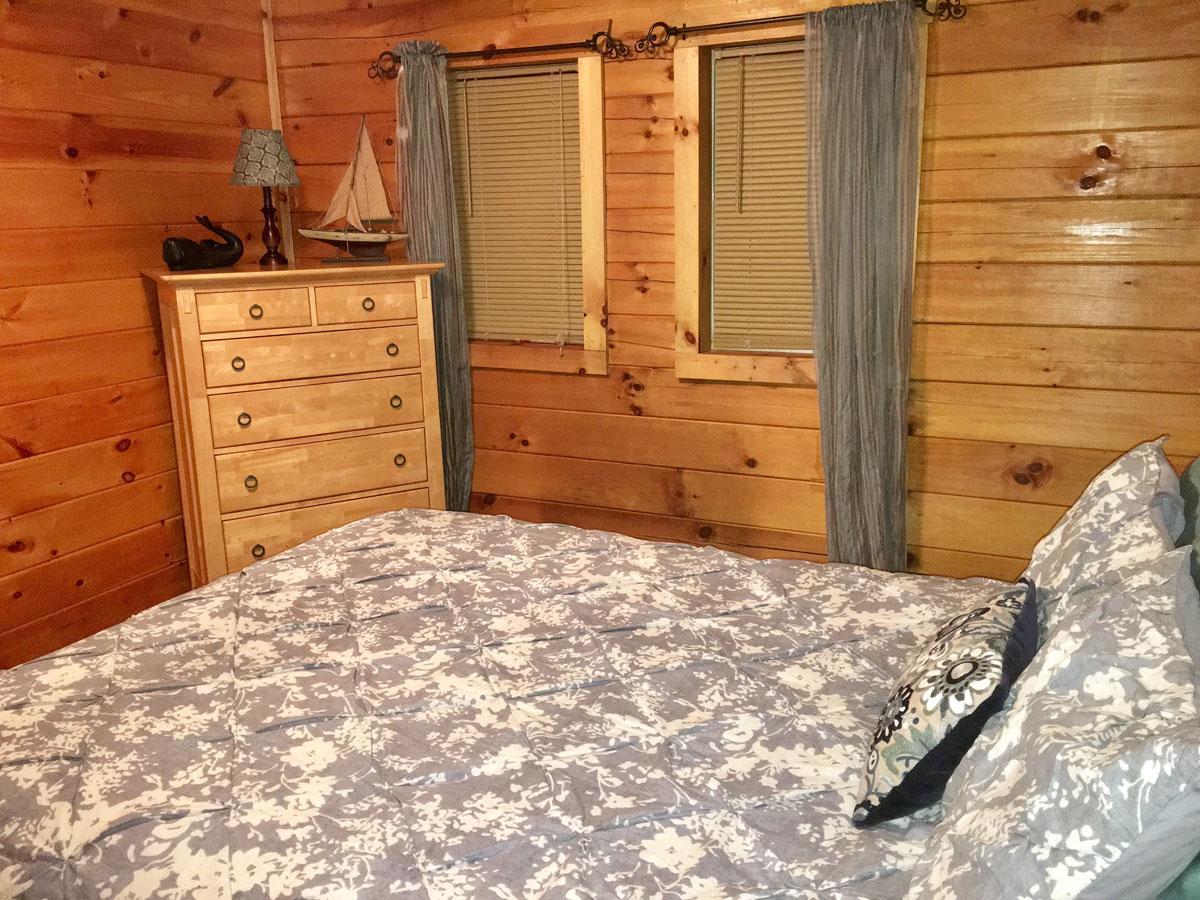 Queen Bedroom - Bedroom 1