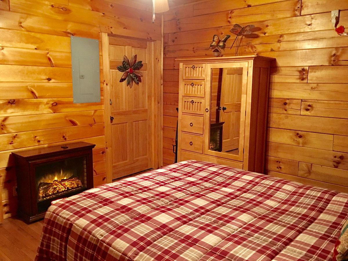 Queen Bedroom - Bedroom 2