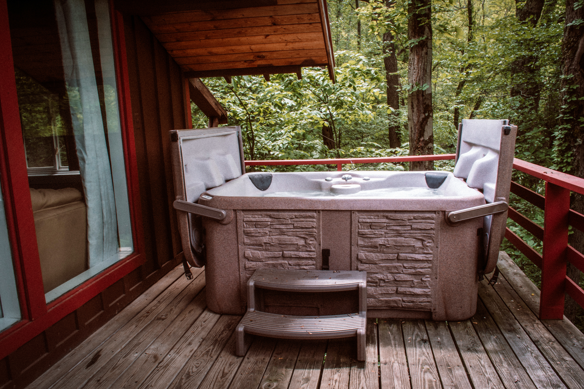 Hot Tub - Have a seat!