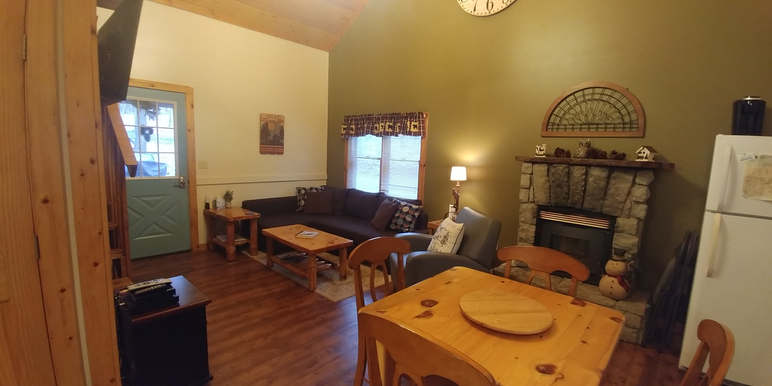 Dining and living room - Mingo has a sectional couch, fireplace and cozy dining space