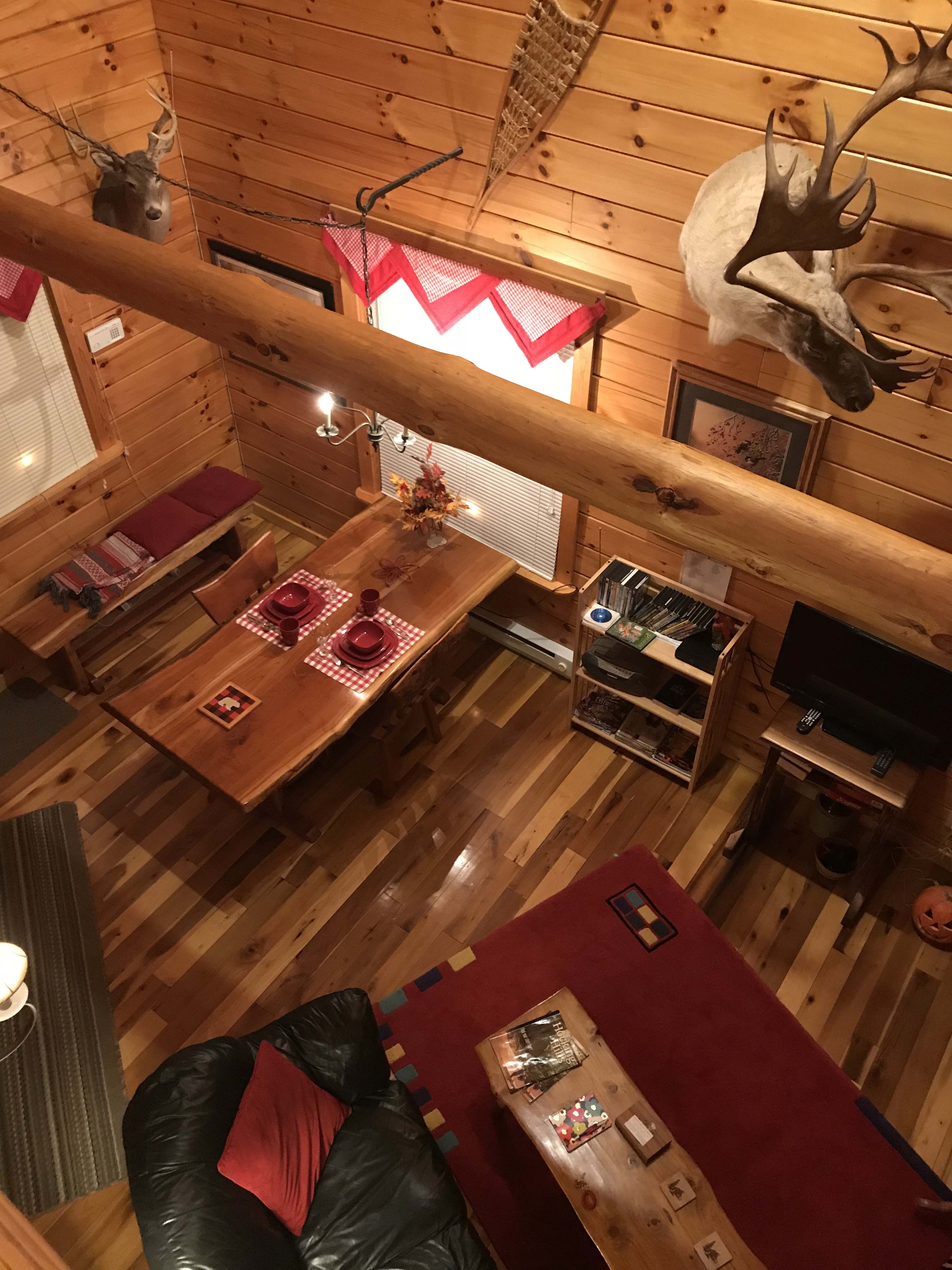 The Cardinal Cabin - Our exquisitely decorated cabins are loaded with amenities, including numerous one-of-a-kind, hand-crafted furniture pieces.
