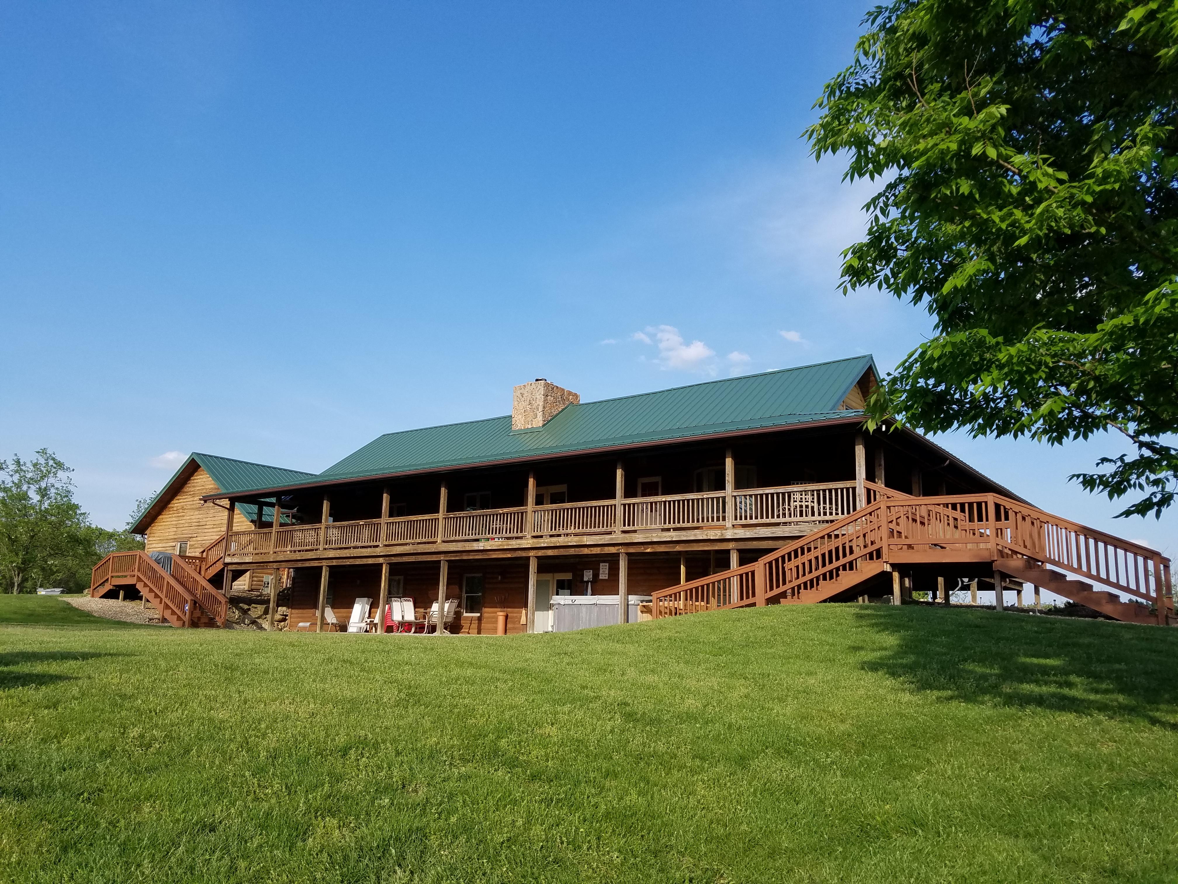 Mesa Vista Lodge - Backyard View