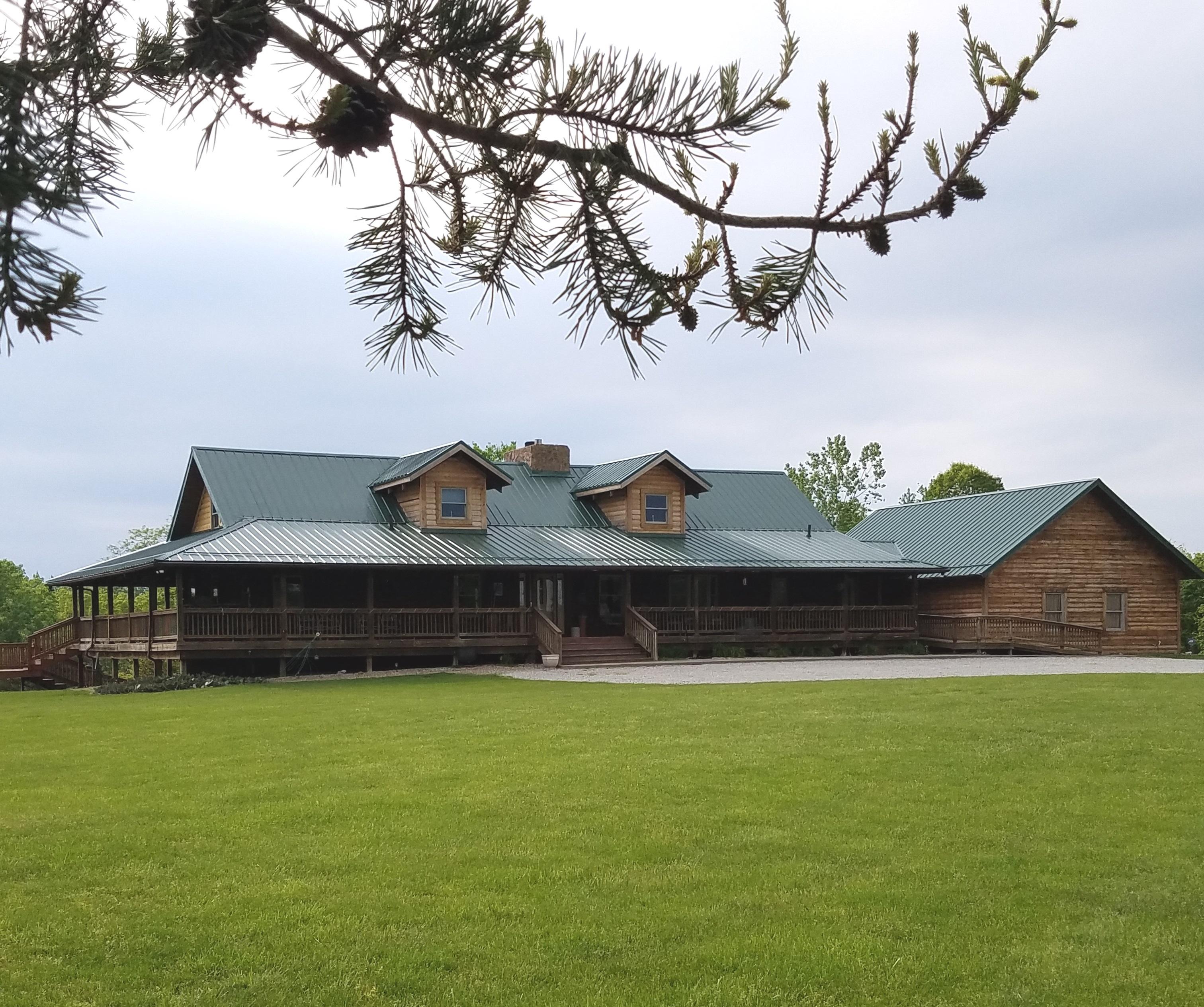 Mesa Vista Lodge - Front View