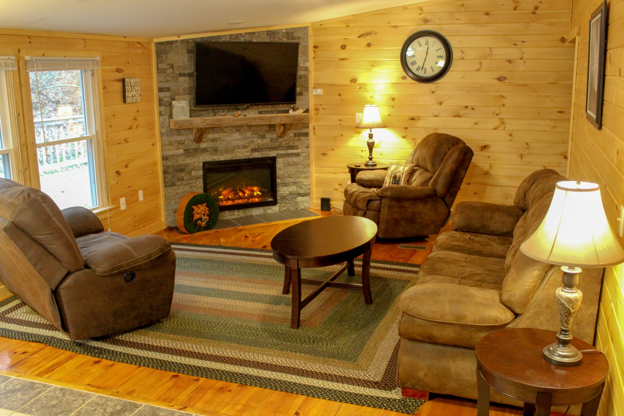 Bobcat Cabin Living Room 2 - Spacious living room for relaxing in after vising Hocking Hills, Wayne National Forest, or Athens, Ohio and Ohio University.