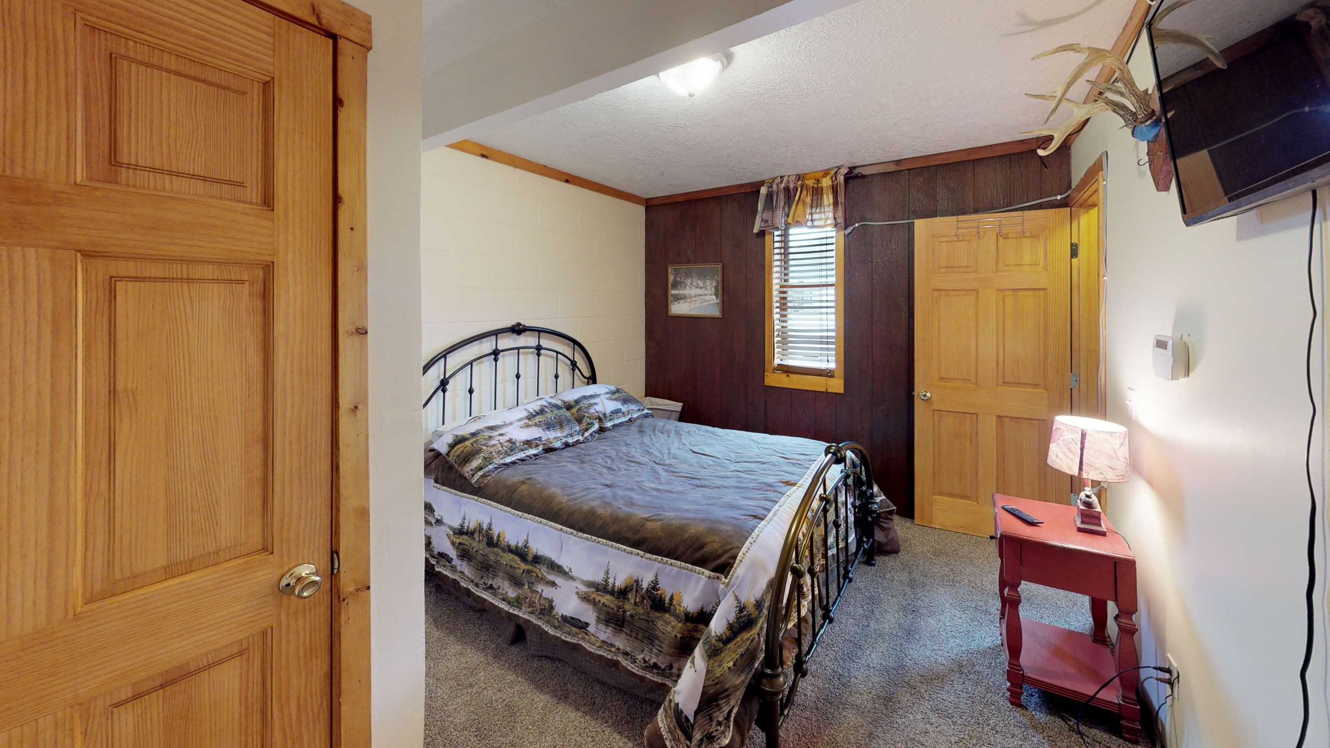 Sandy Run Bedroom 1 - Bedroom 1 is located on the lower level. Comfortably sleeps 2 guest with 1 Queen bed. Equipped with a flat screen TV. Laundry facilities are located in this room.