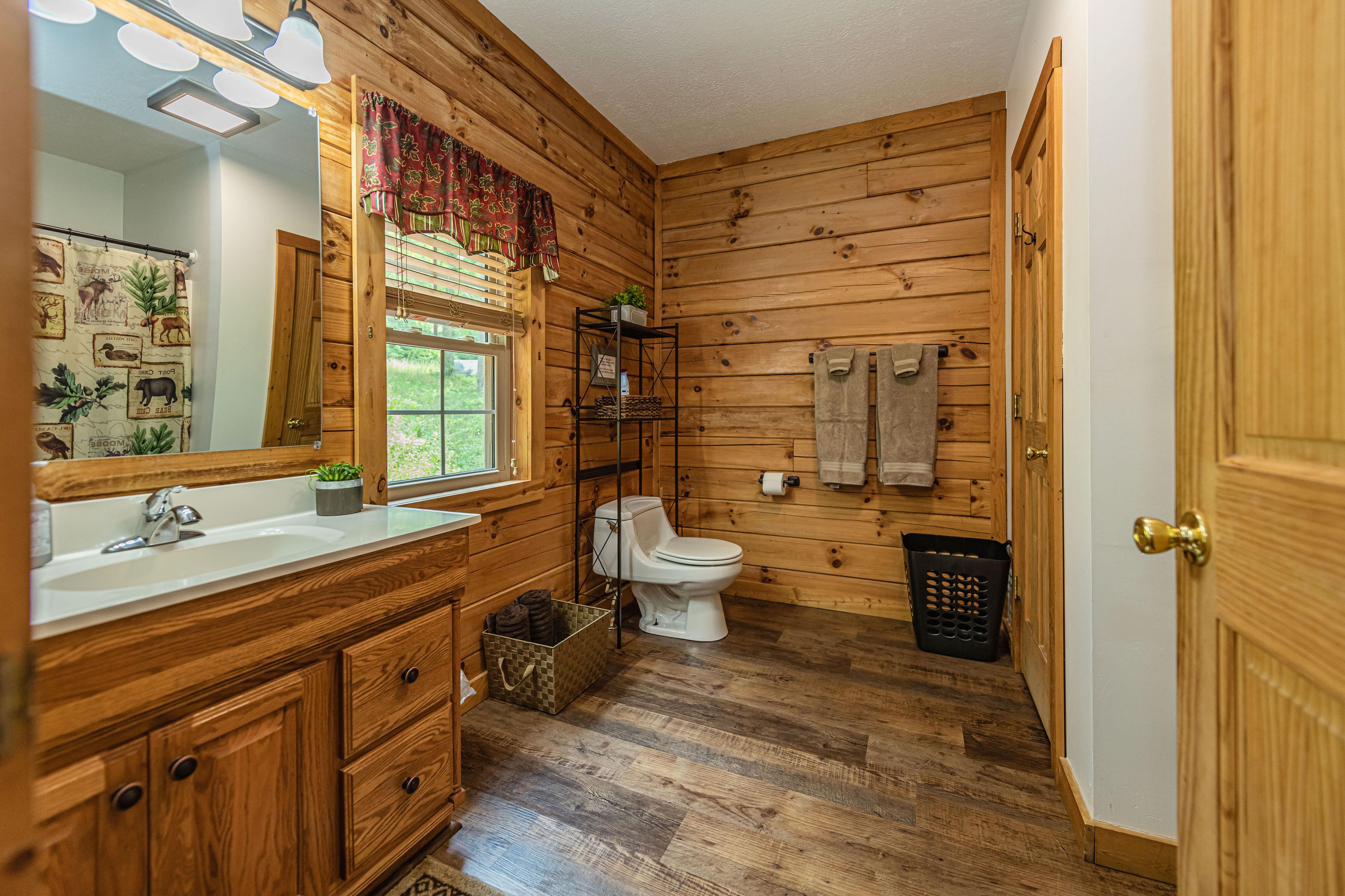 Photo 2006_11582.jpg - Briarwood Bathroom