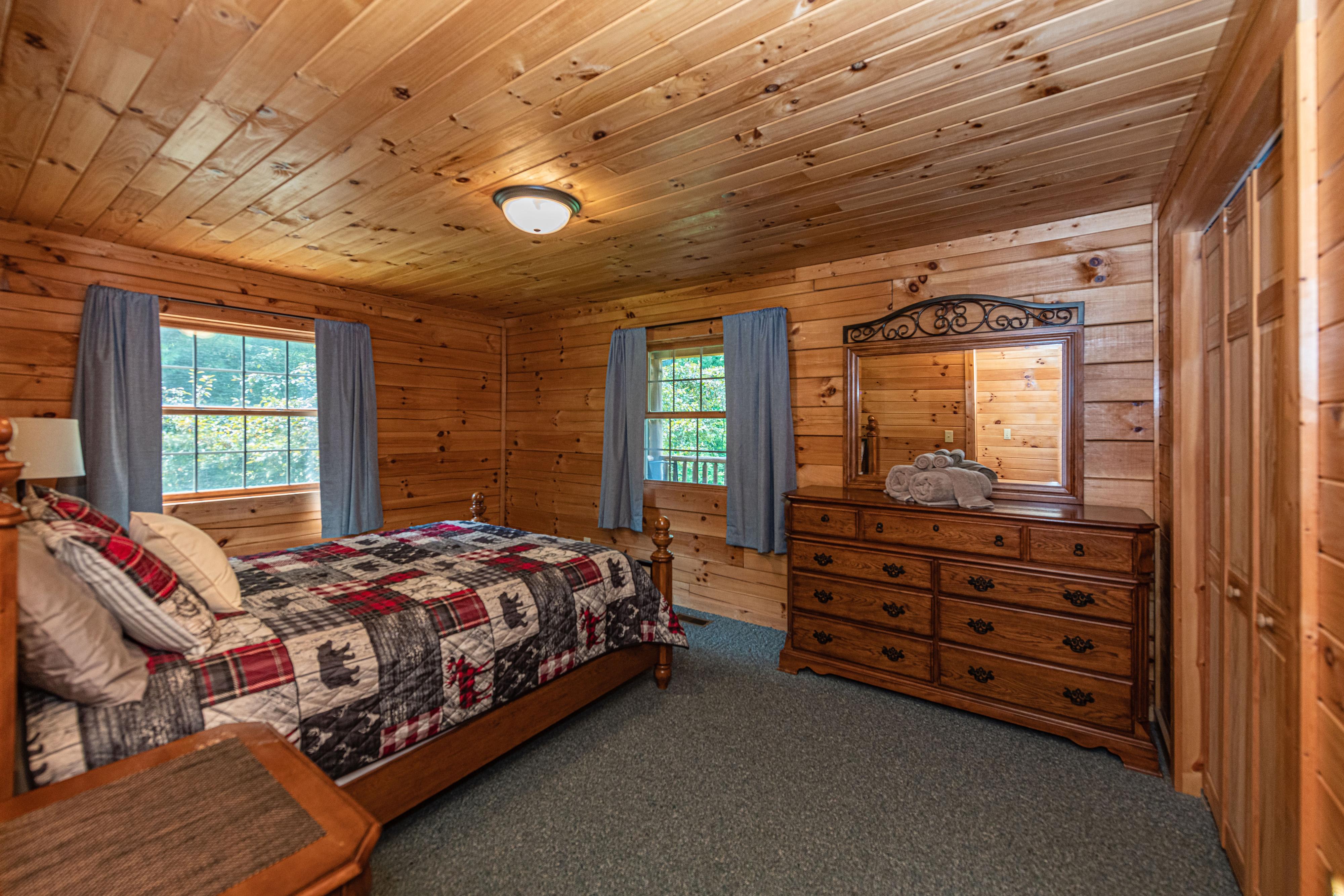 Photo 2006_11751.jpg - Main Level Queen Bedroom Bedroom 2