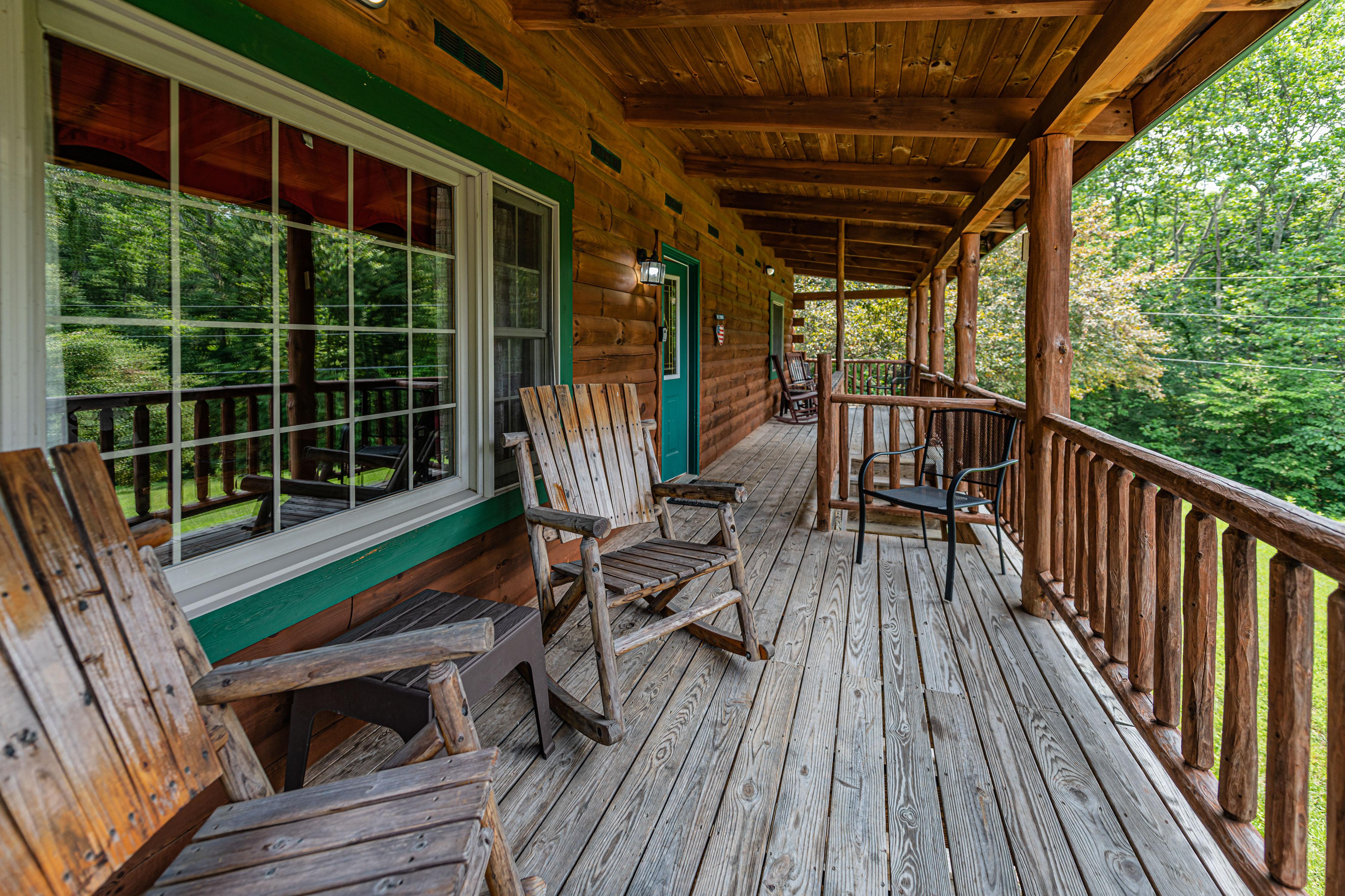 Photo 2006_11753.jpg - Sunrise Lodge Porch