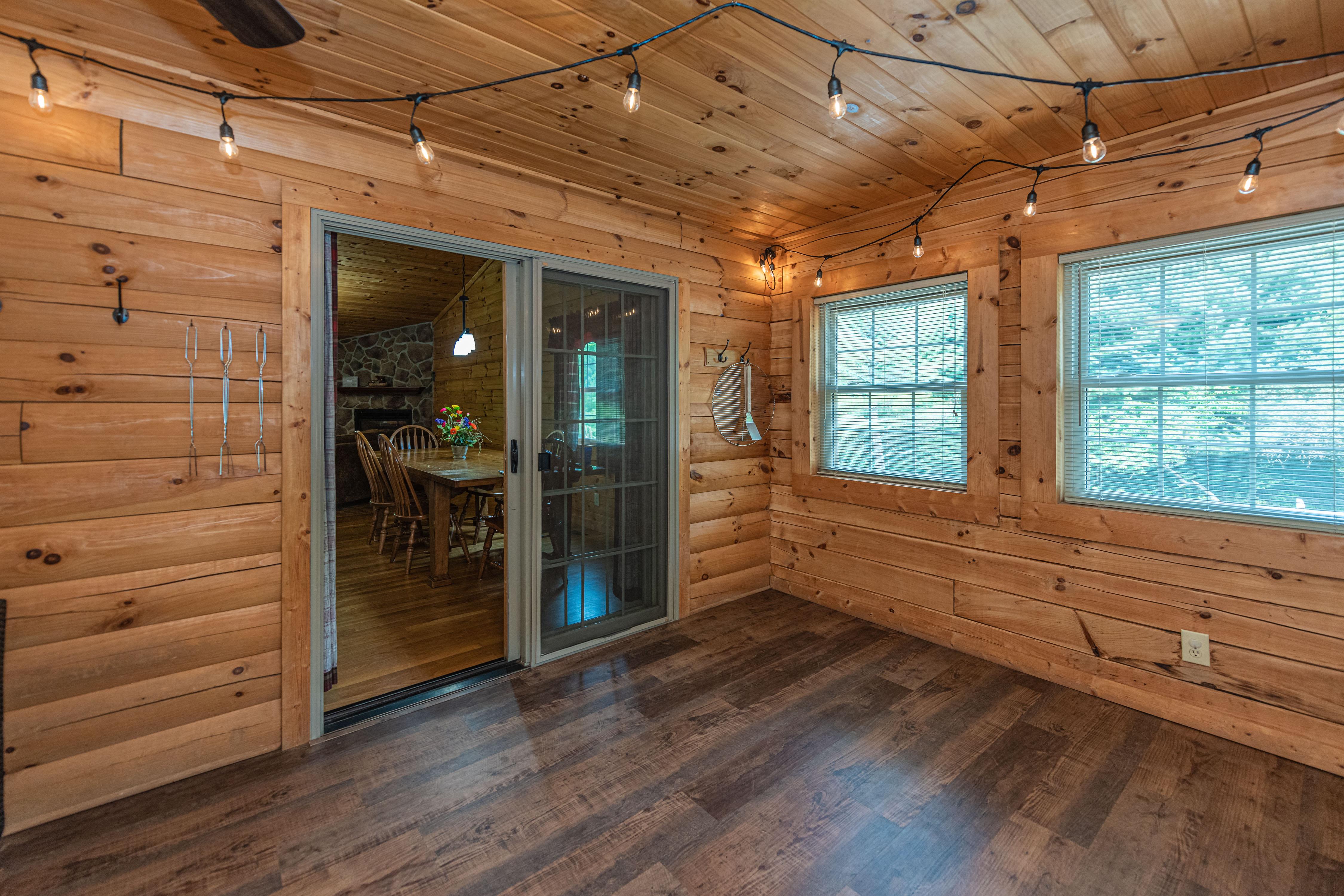 Photo 2006_11759.jpg - Sunrise Lodge 3 season room into kitchen