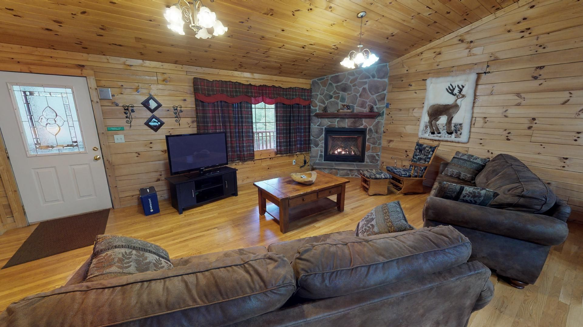 Sunrise Lodge Living Room - Enjoy the gas log fireplace October-March. DirecTV and open to the kitchen.