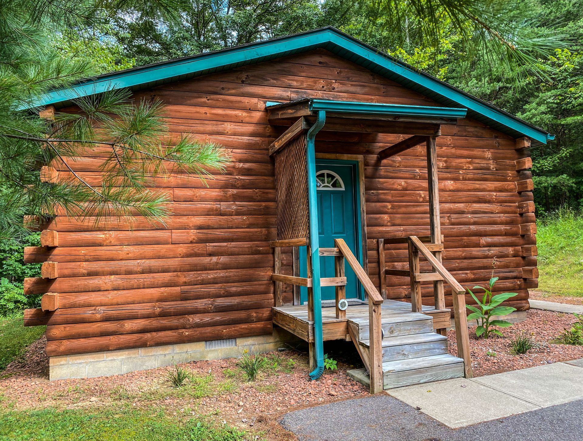 Entrance to Briarwood Cabin - Park right in front of your home away from hom.