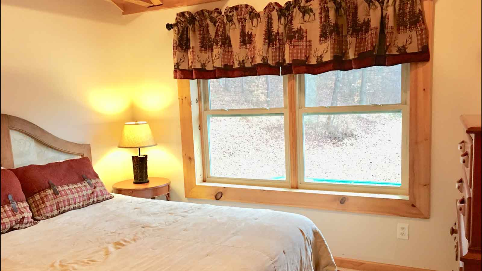 Mountain Lodge - Upstairs Bedroom 1-1 Queen