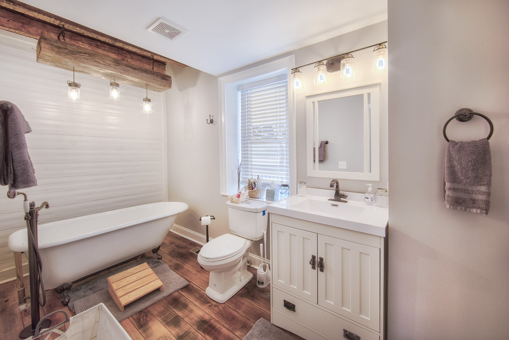 Bathroom with Claw Tub