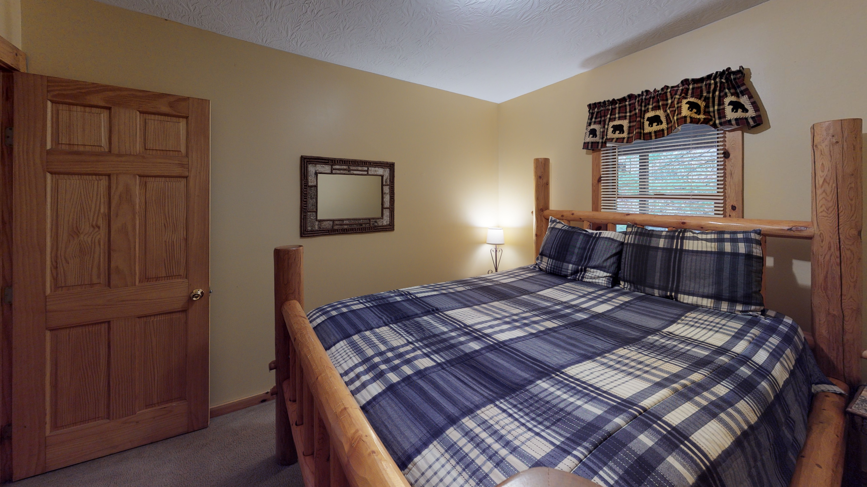 Photo 619_10254.jpg - main floor bedroom features log bed