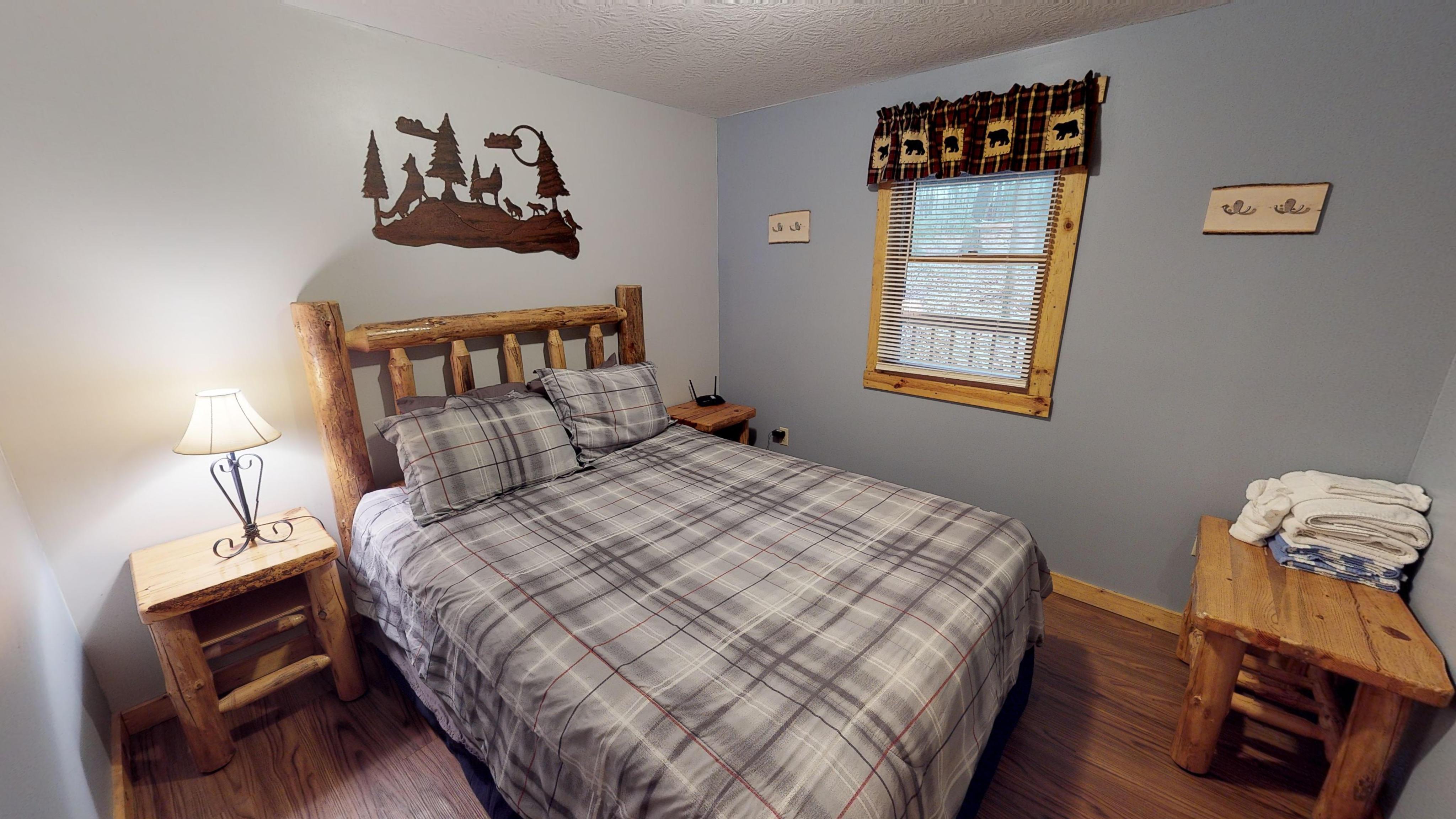 Photo 619_10258.jpg - Queen log bed