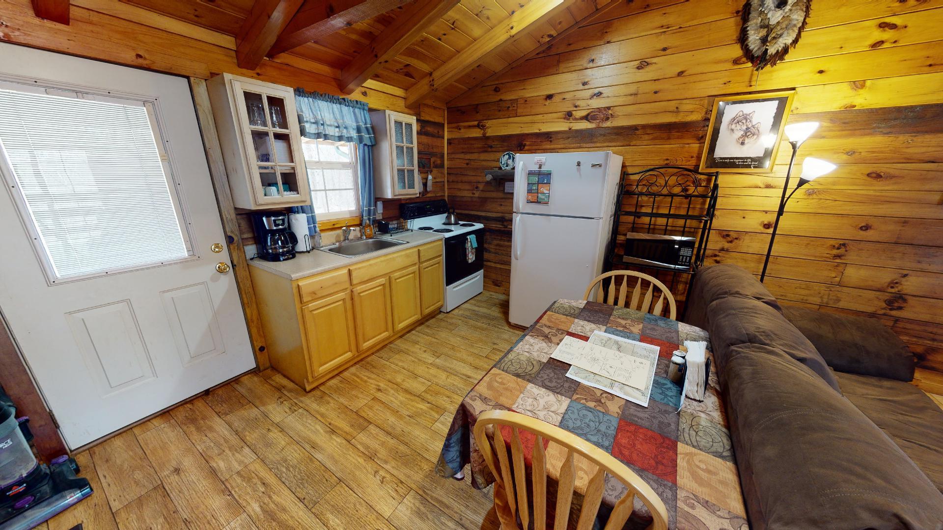 Silver Wolf Kitchen - Cozy kitchen with the essentials.